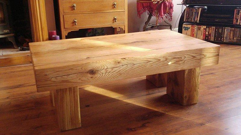 Een tafel maken van spoorbielzen bielzen
